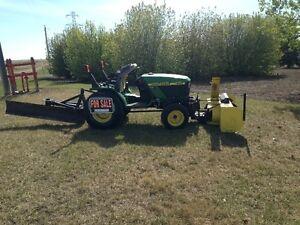 John Deer 4x4 22HP acreage tractor
