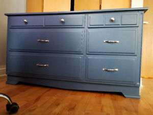 Commode bleue en bois- bleu wood chest.