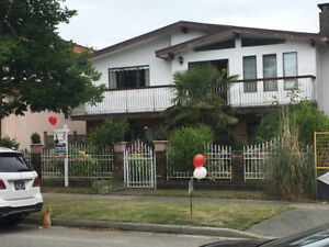 3 Bed+1 Bed Suite Vancouver Special Close to parks and shopping