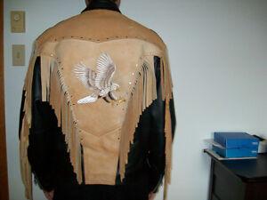 Manteau de cuir, motif aigle