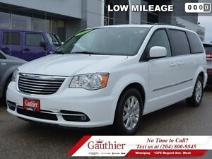 2015 Chrysler Town  Country Touring w/Dual DVD  Sunroof  - Low M