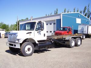 2003 Int'l 7400 HOOK TRUCK Allison Automatic MAKE AN OFFER