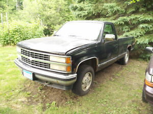 1993 Chevrolet 4x4 1500 Pickup Truck parting out, 4l60E