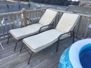 2 chaises longues ultra-confortables