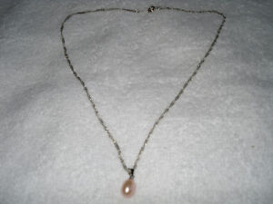 FANTASTIC XMAS GIFT FOR THAT SPECIAL SOMEONE - ! NECKLACE !