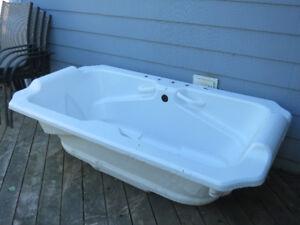 Deluxe Whirpool Tub