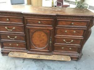 Meuble en bois avec tiroir