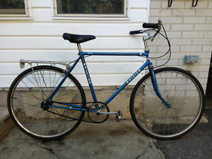 ►►►Raleigh Sports Hybrid - Large Wheels, Smooth Ride