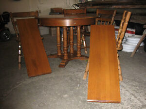 maple dininng table & 5 chairs Kitchener / Waterloo Kitchener Area image 2