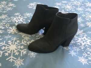 Boots size 8-8.5