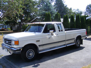 1989 Ford F-250 XLT Lariat Pickup Truck with collector plate
