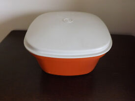 Square tupperware. Can be used in microwave or for keeping food warm