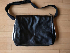 Clarks Messenger Bag