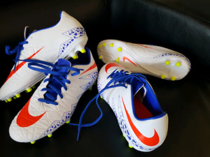 Brand NEW Nike soccer cleats