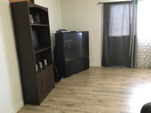$885 / 1br - 925 sq/ft - Available FEB/07/2019 -Near Scott Rd. S