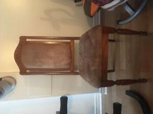 8 Chaises de salle à  dîner en bois de chêne rembourrés