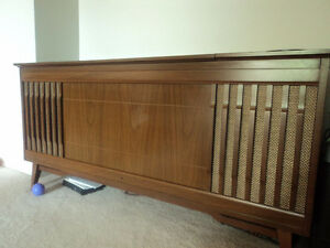 Emerson Solid State Vintage Stereo Cabinet