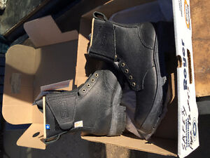 ONE NEW PAIR OF ROYER XPAN WORK BOOTS