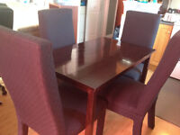 Beautiful kitchen table and 4 chairs.