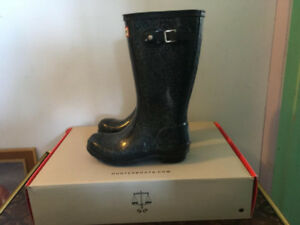 Used Girls Hunter boots -- Navy glitter size 4
