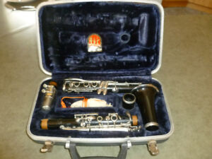 Conn clarinet with case // Clarinette