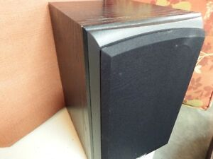Quest Subwoofer V.G. Condition   Great for Home Theater