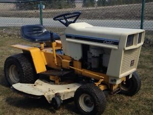 Tracteur a gazon international cub cadet 111