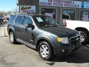 MINT !! 2008 ESCAPE LTD 4X4  V6  LEATHER-SUNROOF  NEW TIRES