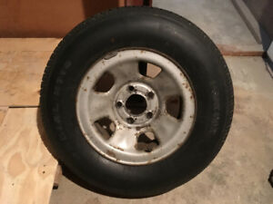 Prix négo 215 / 75 R15 Tire on Rim