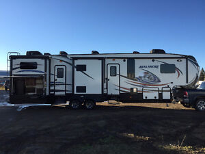 2015 Keystone Avalanche 361 TG Fifth Wheel Trailer