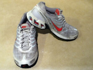 Women's Nike Air Max Torch 4 Running Shoes Size 8 London Ontario image 8