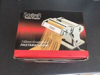 Pasta machine like new with raviolli cutter