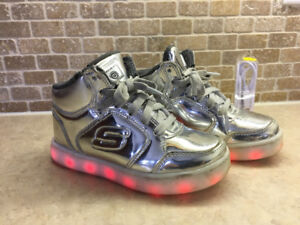 Light up Running Shoes. Sketchers Silver
