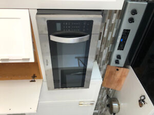 almost brand new microwave oven with rang hood(whirlpool)