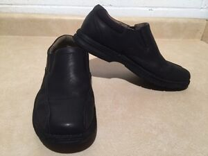 Men's Clarks Leather Slip-On Shoes Size 10 London Ontario image 3