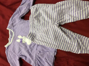 Lots of baby girl clothes 15$