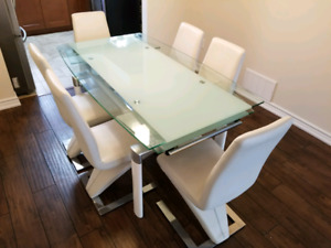 Extending Glass Table w/6 chairs