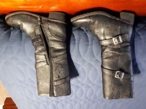 Girls size 2 boots
