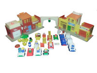 Vintage Fisher-Price family town playset #997 - Little People