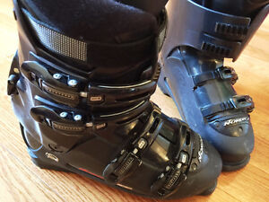 NORDICA Ski Boots Like New size 28.5 Mans10.5 / Womans11.5