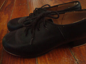 BOYS SIZE 5 TAP SHOES...NEW