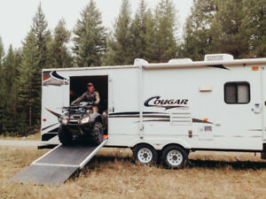 TOY Hauler '08 Cougar 300srx Trailer