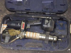 2 beau fusil a graisser lincoln 18v avec 2 batrie et chargeur