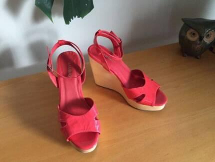 bcc0d7a909d1 Sambag Coral sandals leather shoes - wooden wedges size 7