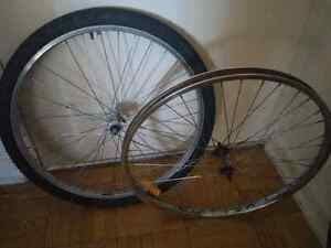 Selling two front bike wheels mountain bike