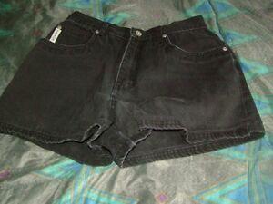 Woman's Shorts Stratford Kitchener Area image 2