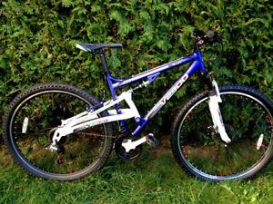 "Aluminum GenesisV2900 Bike/ Velo/ Bicyclette/ Bicycle 29"""