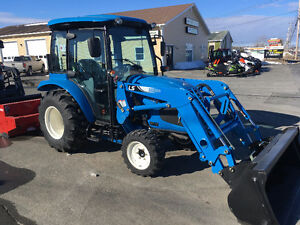 TRACTOR LS XR3037