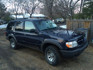 1999 Ford Explorer XLS SUV, Crossover