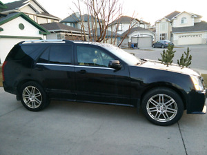 Cadillac SRX ..Fully loaded! Low Km's!  AWD.